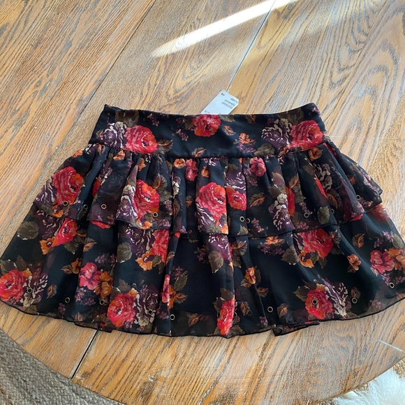 H&M Dresses & Skirts - H&M tiered ruffled skirt with back zip/NWT